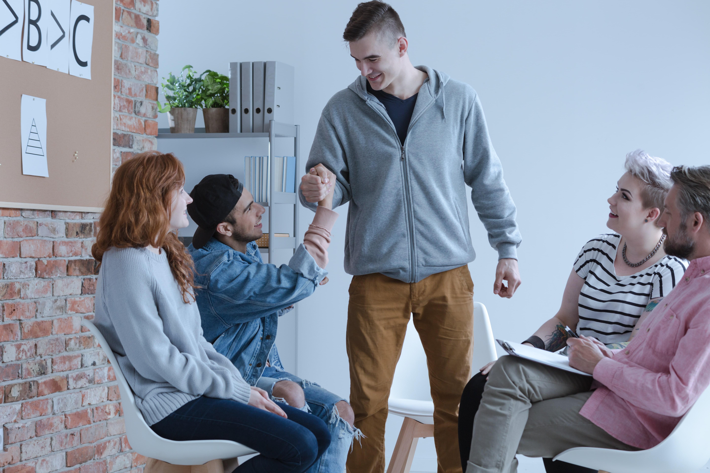 Jakie uzależnienia leczy ośrodek dla młodzieży