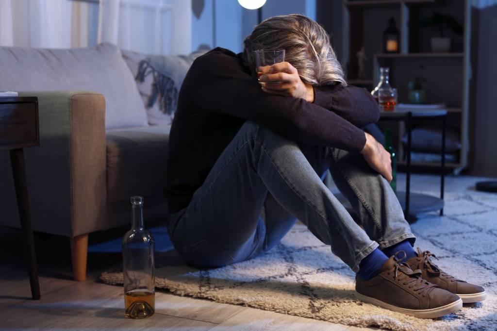 Jak pomóc osobie z uzależnieniem alkoholowym?