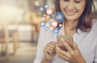 Dlaczego media społecznościowe uzależniają? Kiedy trzeba zgłosić się po pomoc?